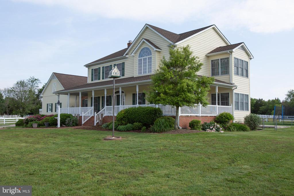 Well maintained lush green landscaping - 7411 SNOW HILL DR, SPOTSYLVANIA