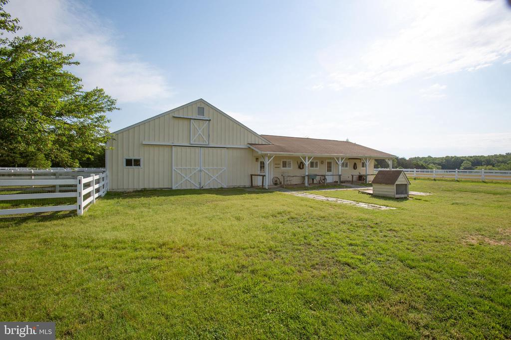 Stable Barn 36x48 fully equipped plus a 36x24 shed - 7411 SNOW HILL DR, SPOTSYLVANIA