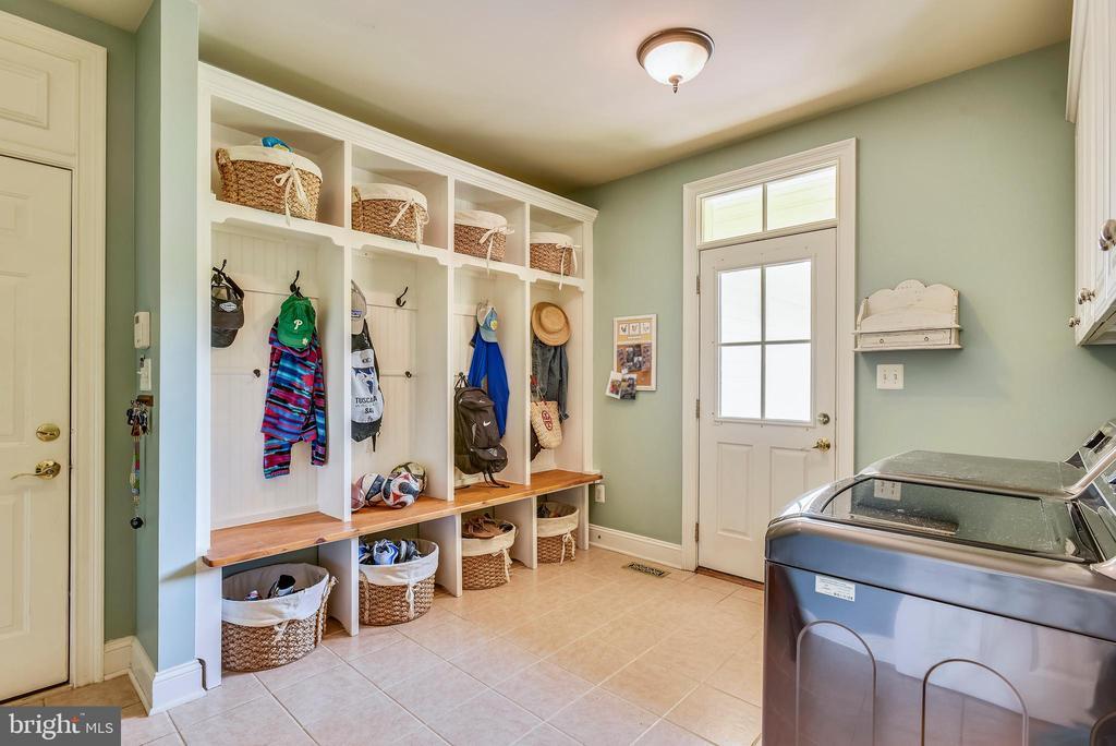 Laundry Room/Mud Room - 41371 RASPBERRY DR, LEESBURG