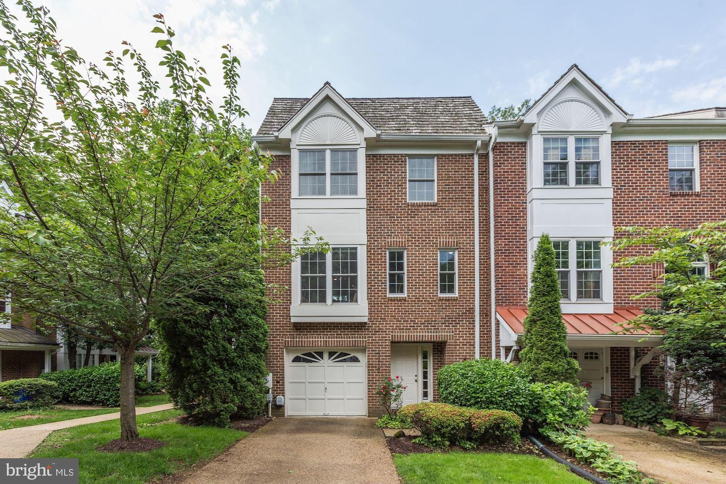 Single Family for Sale at 5912 Edson Ln Rockville, Maryland 20852 United States
