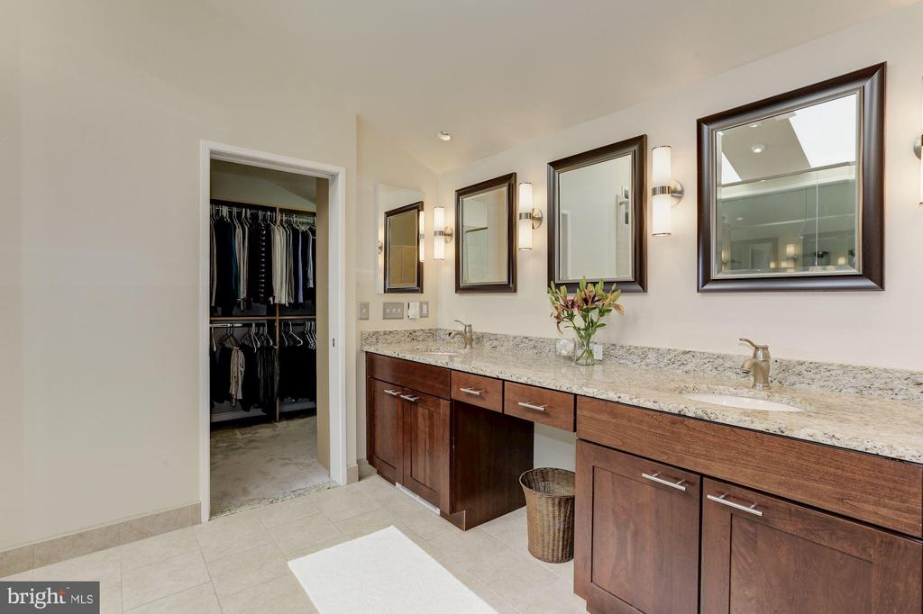 Master bath and closet - 5912 EDSON LN, ROCKVILLE