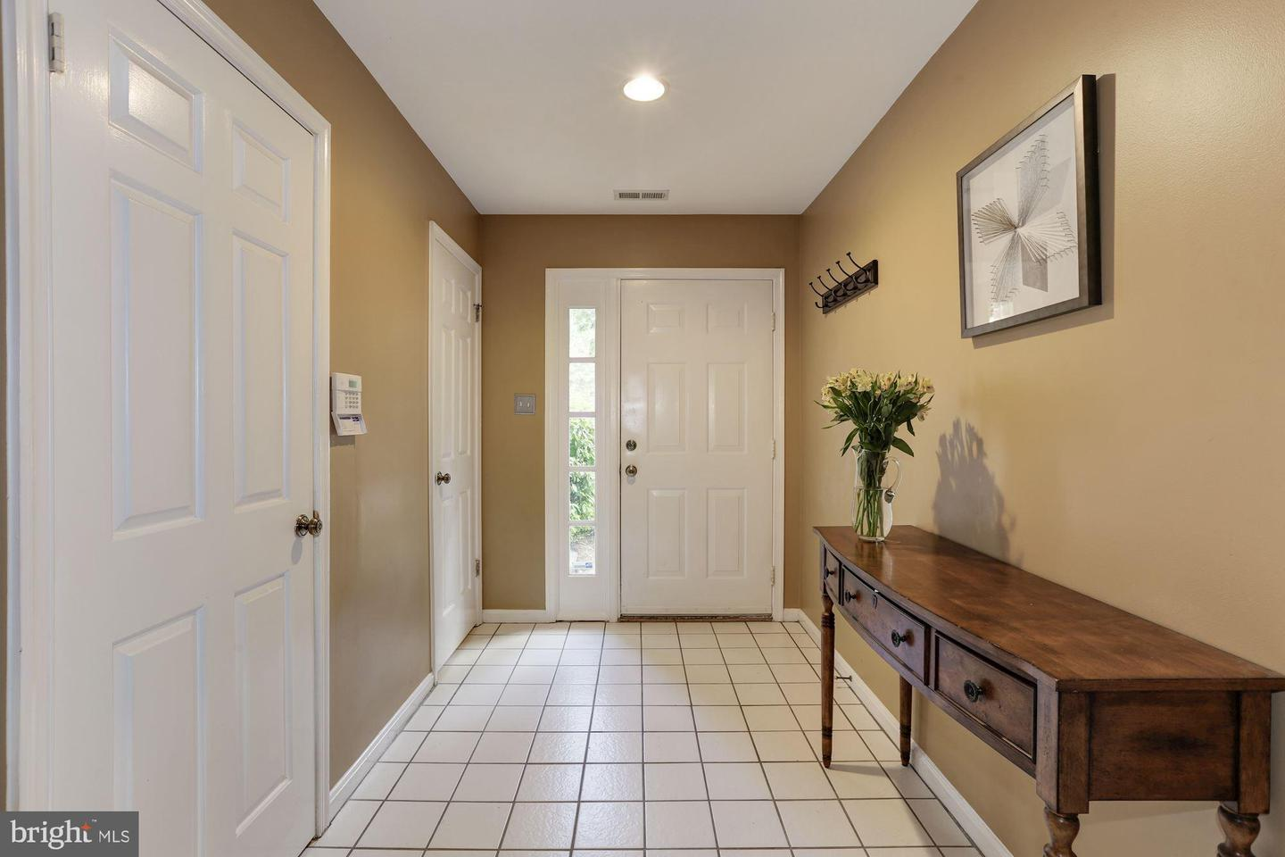 Additional photo for property listing at 5912 Edson Ln Rockville, Maryland 20852 United States