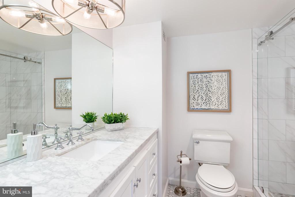 Master bathroom - 3800 FAIRFAX DR #705, ARLINGTON