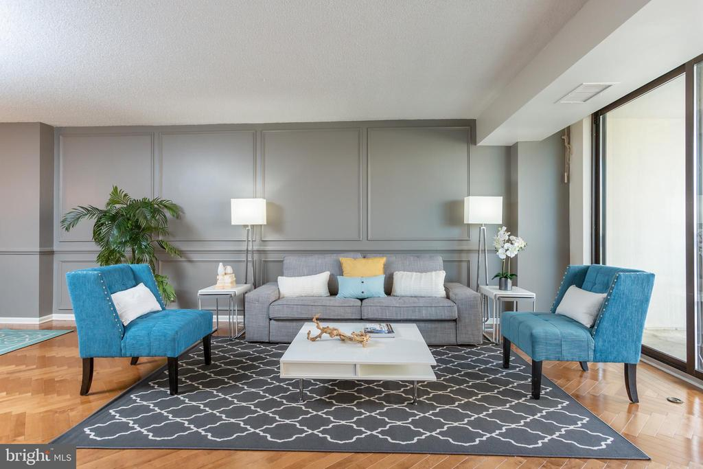 Living room - 3800 FAIRFAX DR #705, ARLINGTON