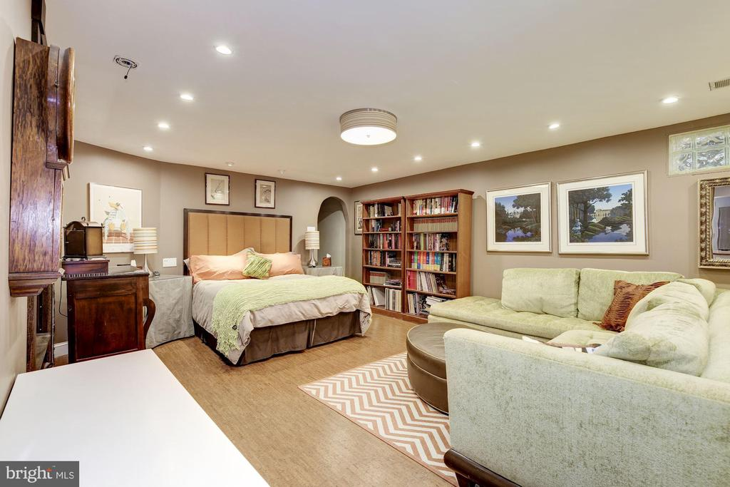 Bedroom #5 - In-law Suite/ Income Unit - 426 RITTENHOUSE ST NW, WASHINGTON