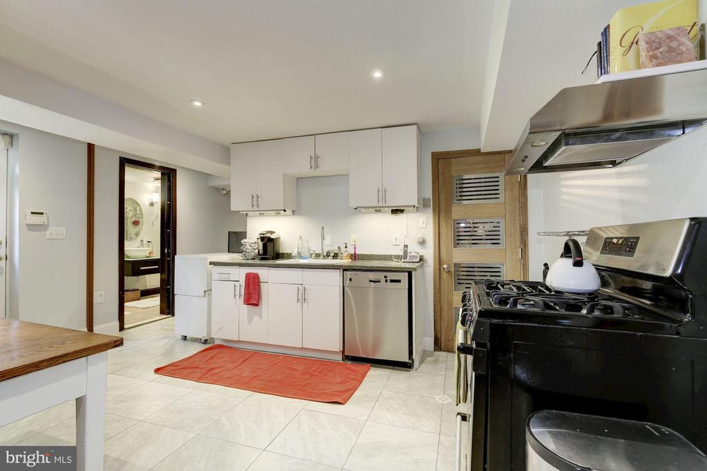 Kitchen - In-law Suite/ Income Unit - 426 RITTENHOUSE ST NW, WASHINGTON