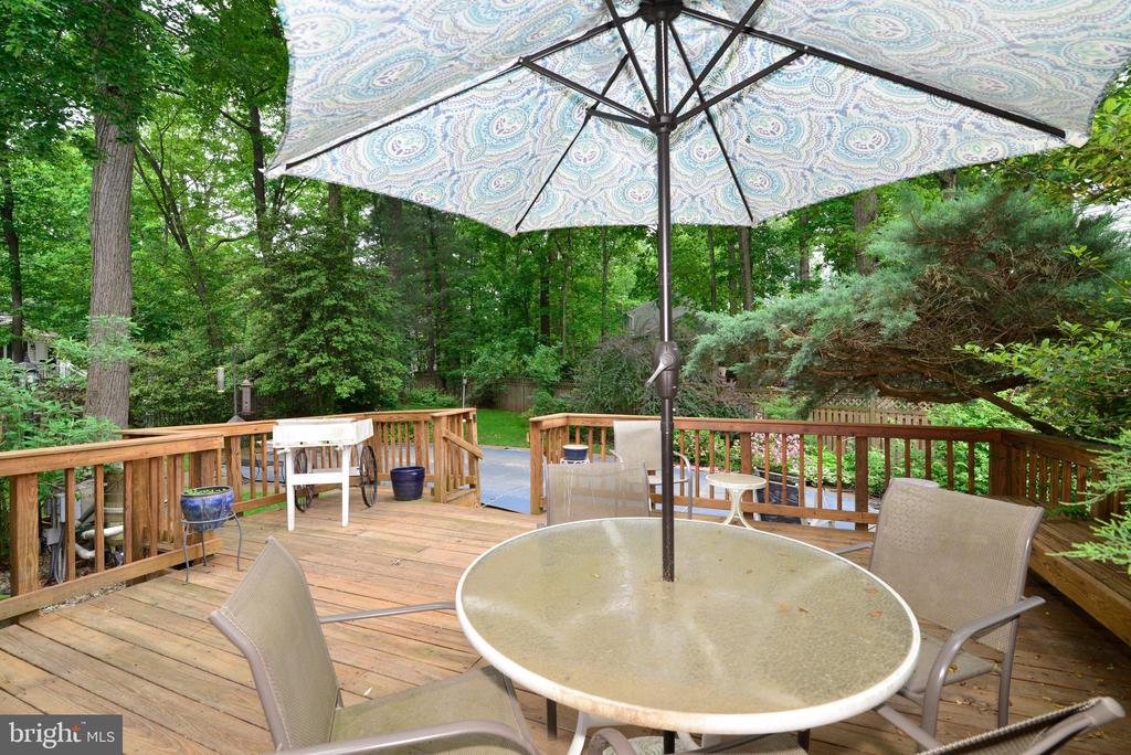 Deck with stairs to in-ground swim pool - 2708 VIKING DR, HERNDON