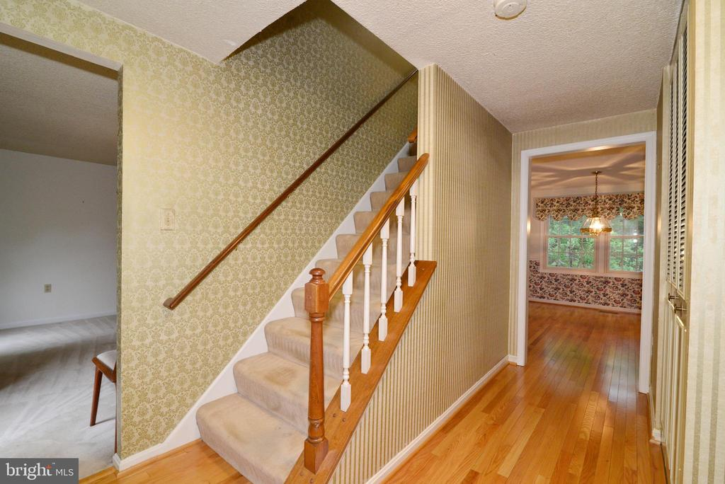 Front foyer,  stairs to upper level - 2708 VIKING DR, HERNDON