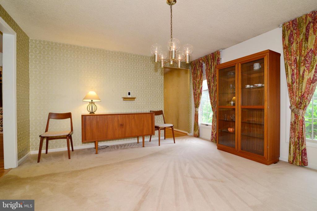 Formal dining room off kitchen - 2708 VIKING DR, HERNDON