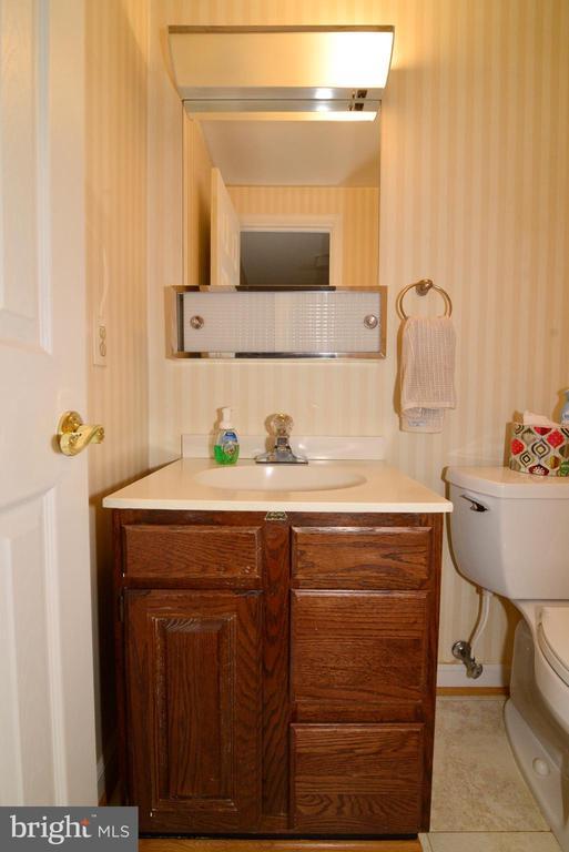 Main level half bath! - 2708 VIKING DR, HERNDON