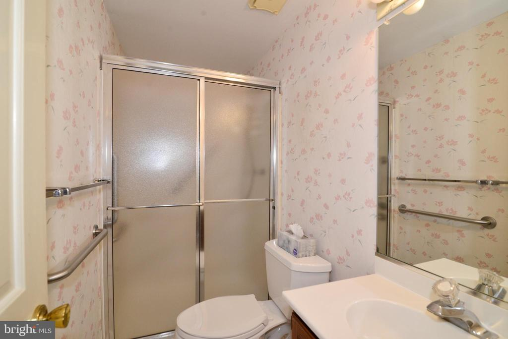 Master bath with shower - 2708 VIKING DR, HERNDON
