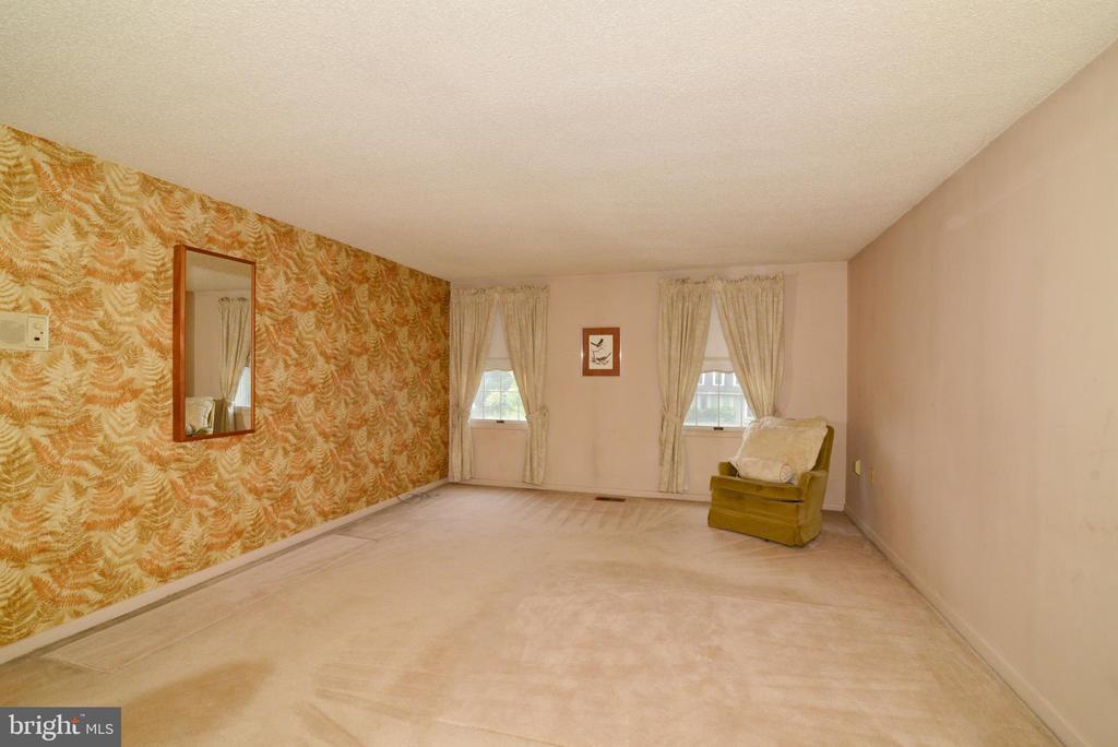 Huge master bedroom! - 2708 VIKING DR, HERNDON