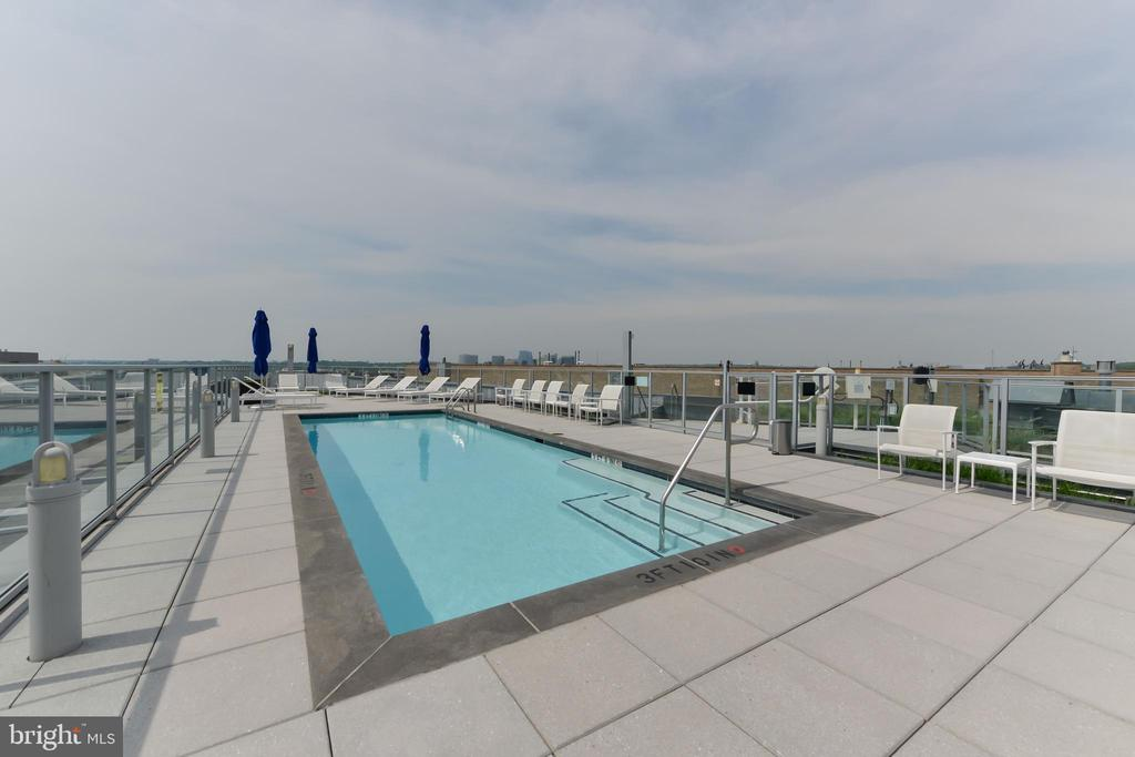 ROOFTOP POOL AND SUNDECK - 1177 22ND ST NW #9-F, WASHINGTON