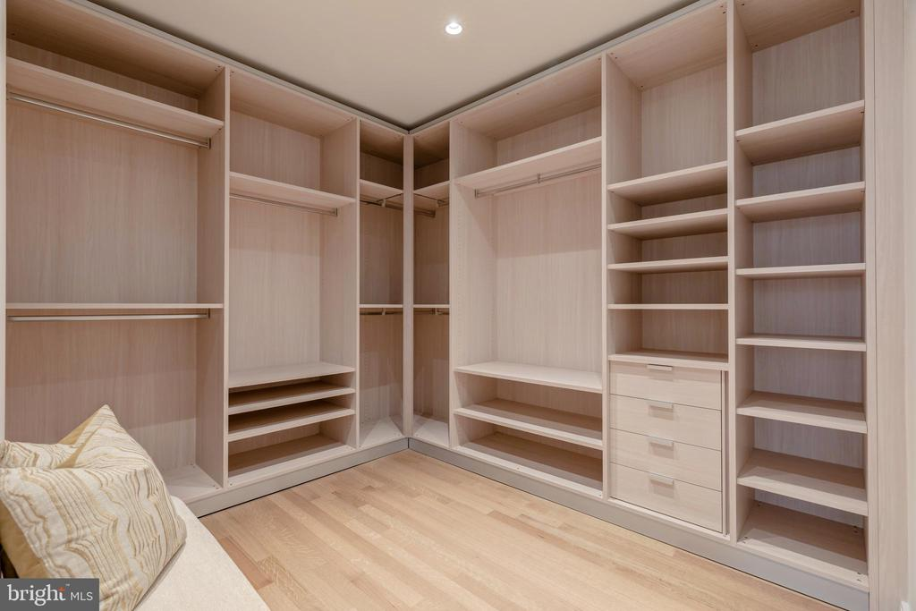 EXPANSIVE WALK-IN CLOSET - 1177 22ND ST NW #9-F, WASHINGTON