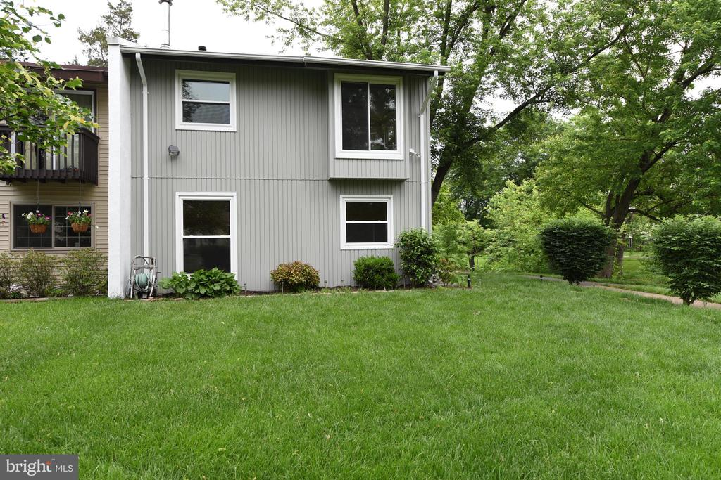 - 242 WILLOW TER, STERLING