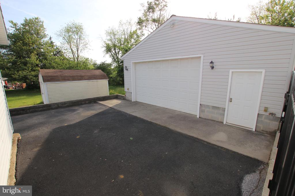 - 105 N SYCAMORE RD, STERLING