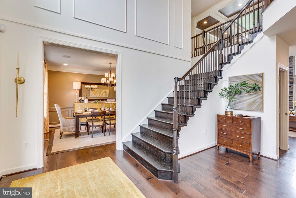 Entry foyer w/ view of dining room - 8705 FORMATION DR, FREDERICKSBURG