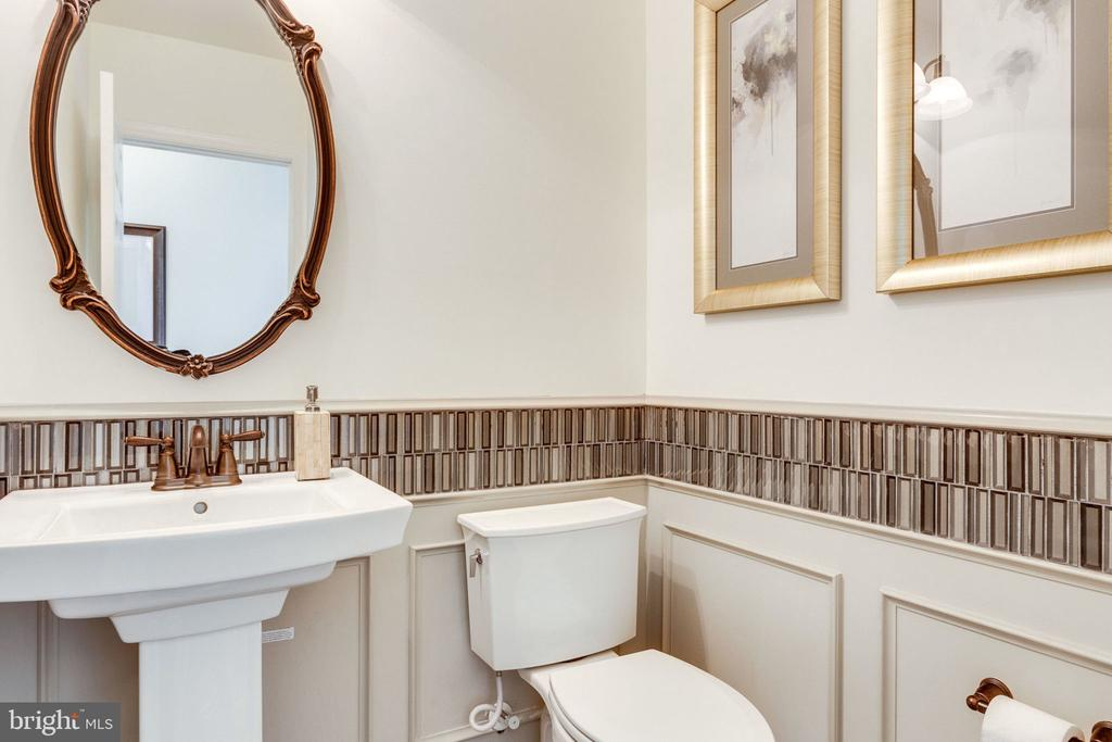 Powder Room (upg. fixtures) - 8705 FORMATION DR, FREDERICKSBURG