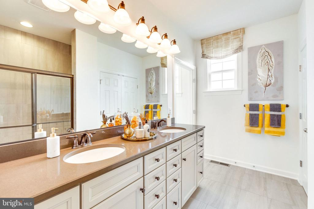 Guest Suite Bath - 8705 FORMATION DR, FREDERICKSBURG