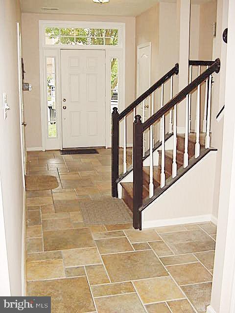 LL Foyer -Travertine tile - 13086 PARK CRESCENT CIR, HERNDON