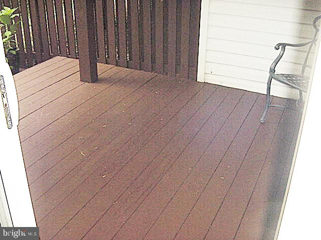 Wood Patio - Newly Stained - 13086 PARK CRESCENT CIR, HERNDON