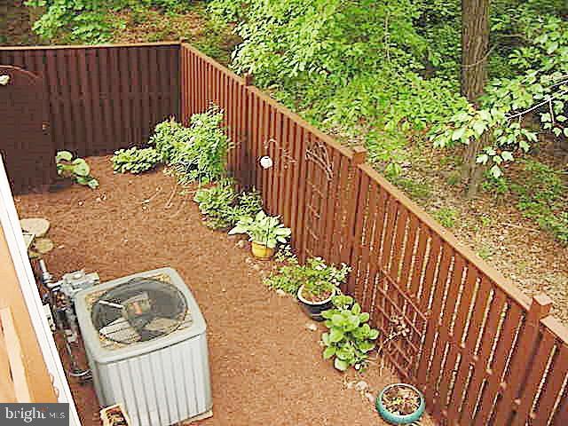 Deck Overlooks Fenced Rear Yard - 13086 PARK CRESCENT CIR, HERNDON