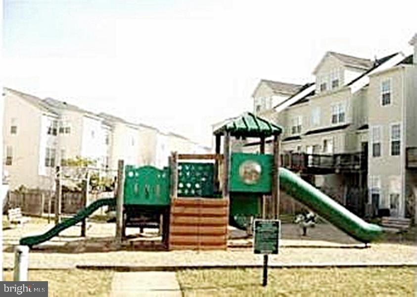Tot-lot & Playground - 13086 PARK CRESCENT CIR, HERNDON