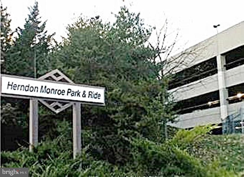 0.5-mi Walk to Future MetroRail Stop - 13086 PARK CRESCENT CIR, HERNDON