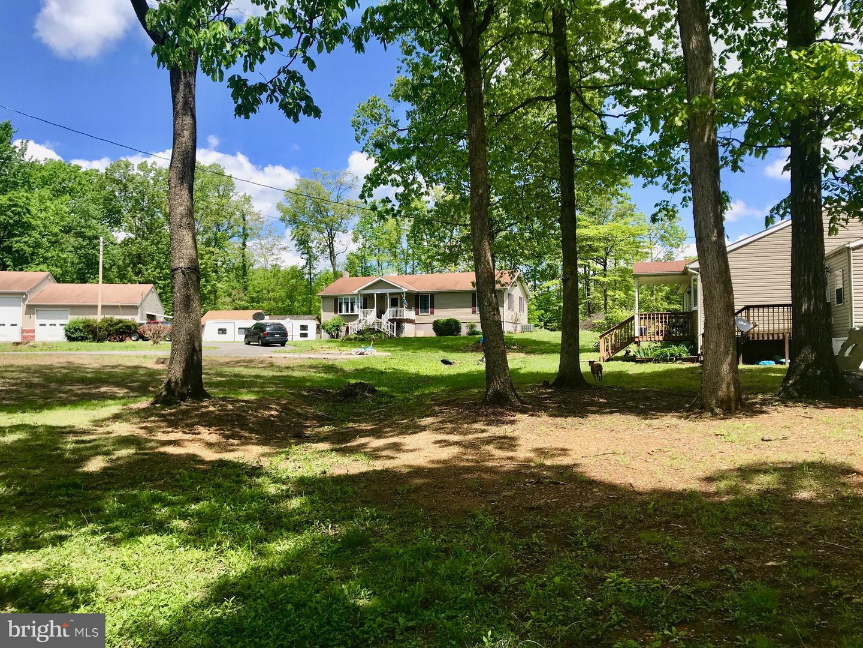 Single Family Homes vì Bán tại Hedgesville, Tây Virginia 25427 Hoa Kỳ