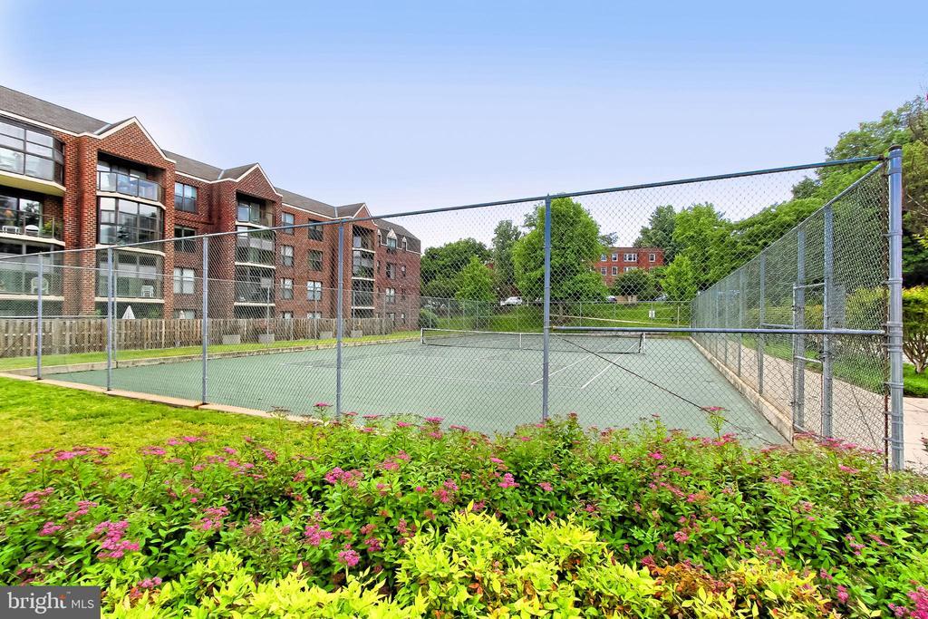 Tennis courts! - 2100 LEE HWY #123, ARLINGTON