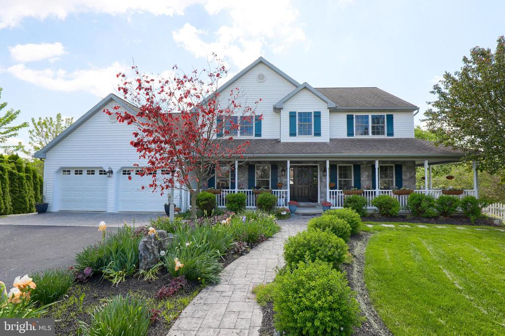 231  JULIA LANE, Manheim in LANCASTER County, PA 17545 Home for Sale