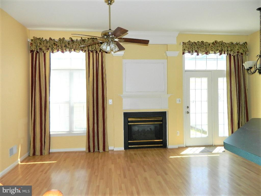 Open Family Room to Kitchen - 25485 FLYNN LN, CHANTILLY