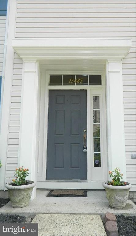 Front entrance with  weather cover - 25485 FLYNN LN, CHANTILLY
