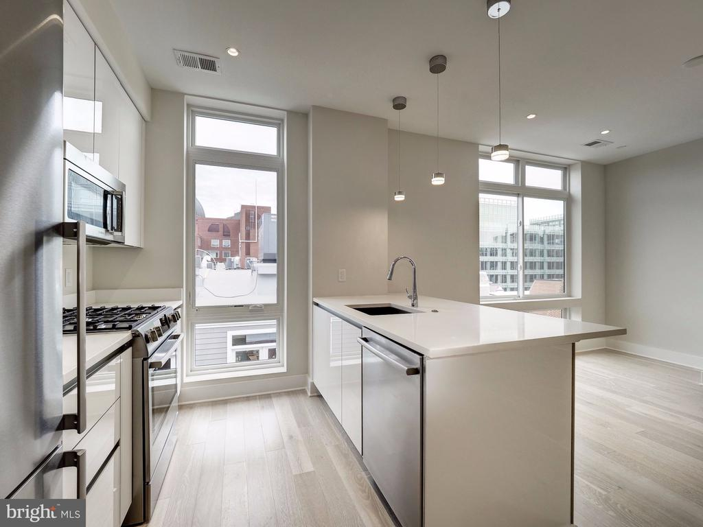 Lots of natural light with this end, corner home - 1745 N ST NW #605, WASHINGTON