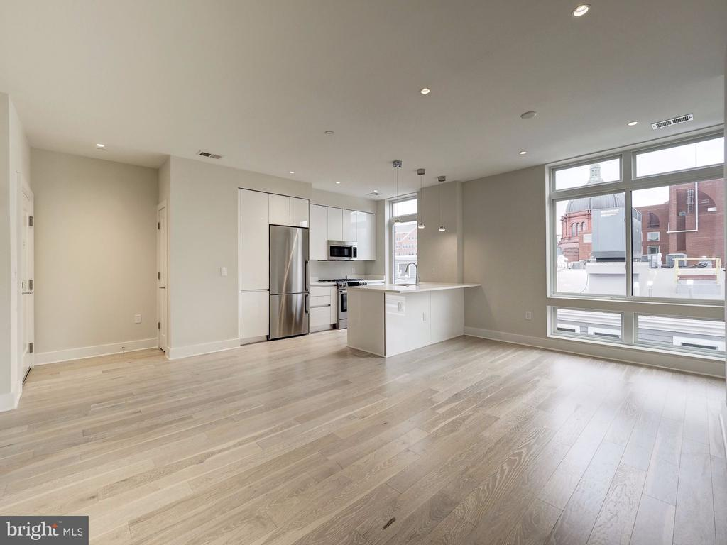 Lots of natural light - 1745 N ST NW #605, WASHINGTON