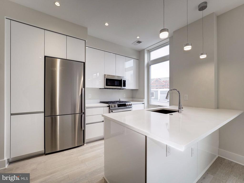 Stunning and bright kitchen - 1745 N ST NW #605, WASHINGTON