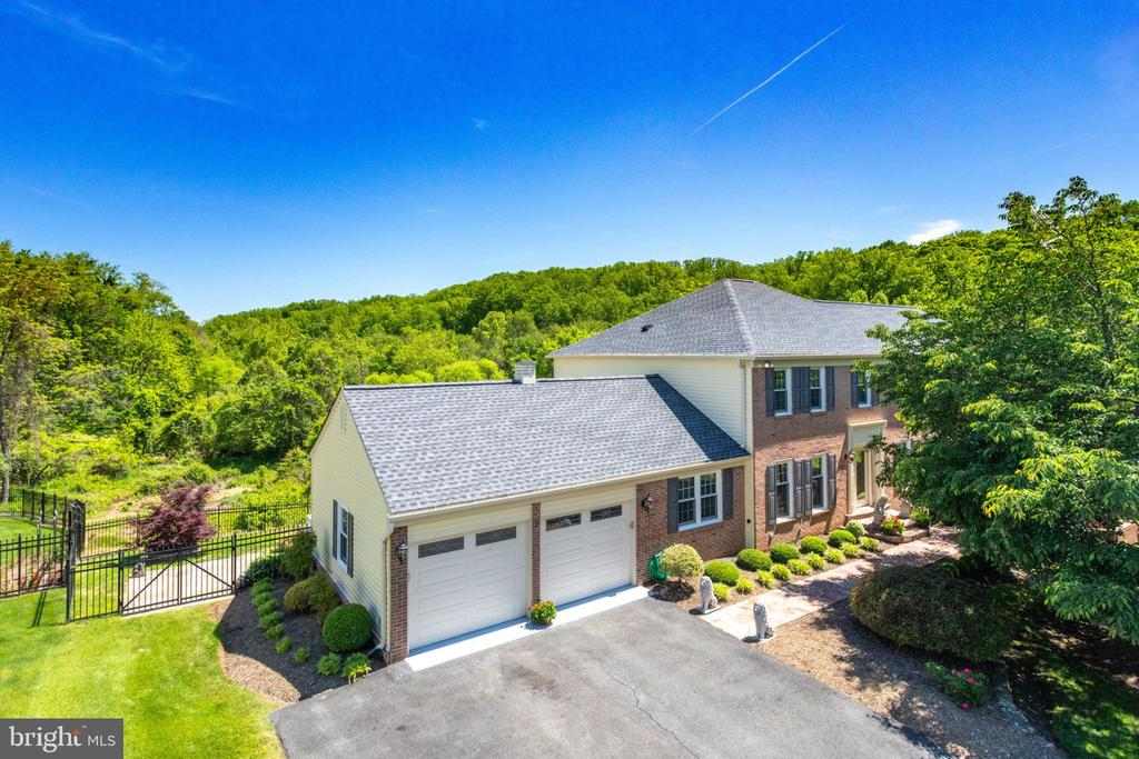 Adjoins park land - back and side! - 1435 ROSEWOOD HILL DR, VIENNA