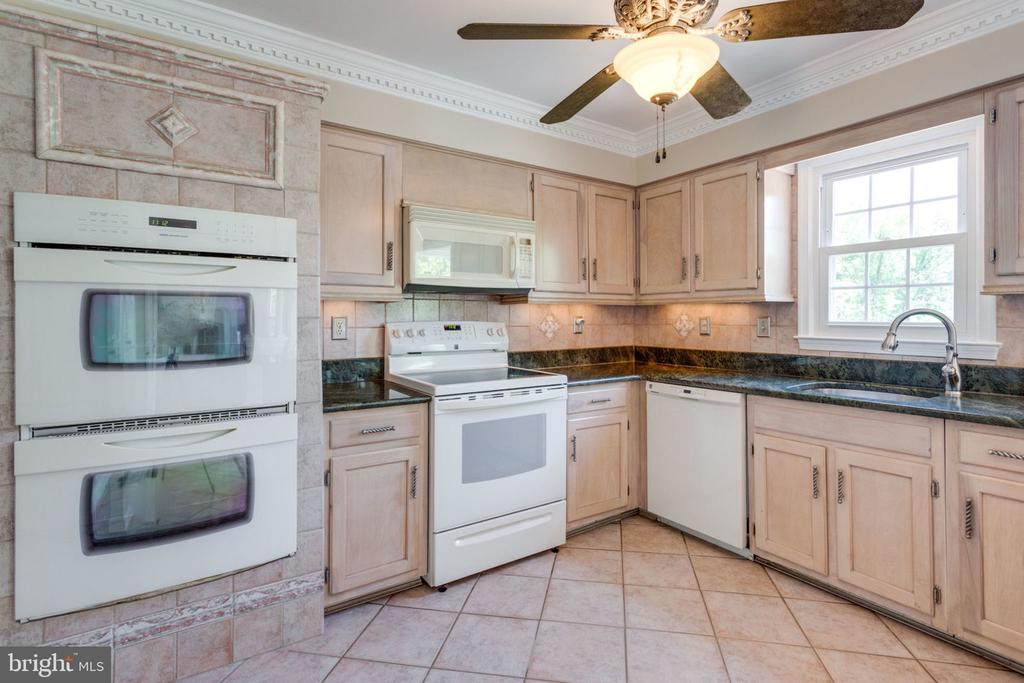 - 1435 ROSEWOOD HILL DR, VIENNA