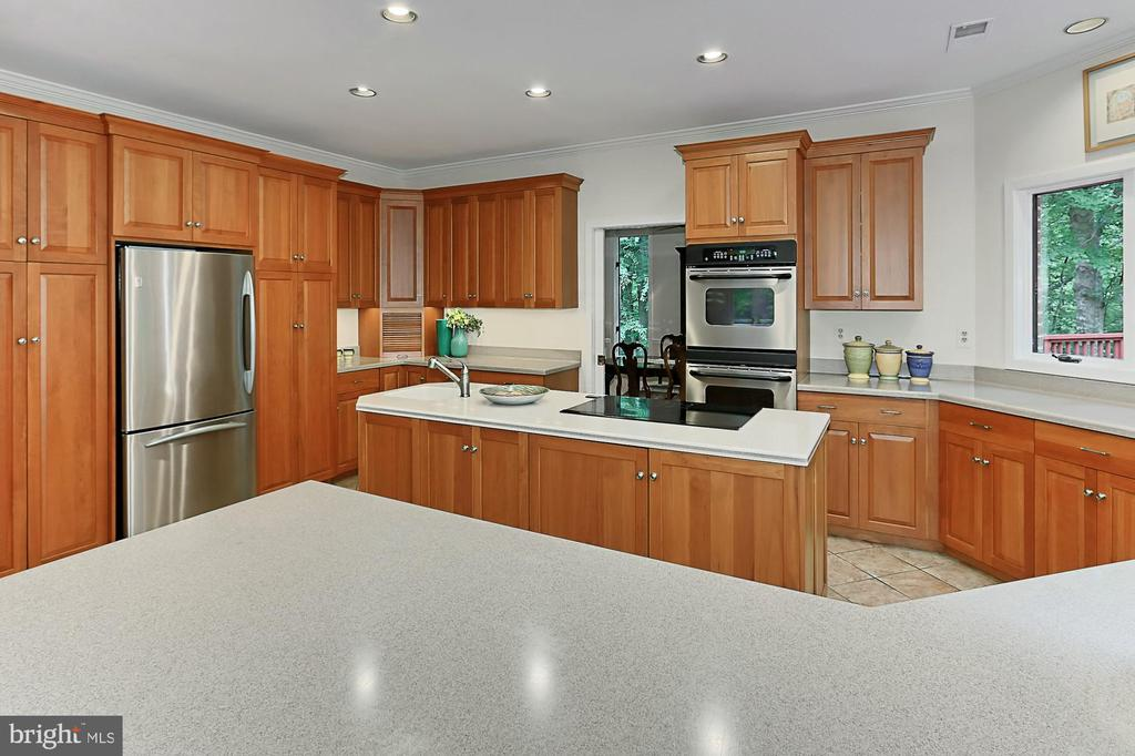 So much counter space - 12709 MILL GLEN CT, CLIFTON