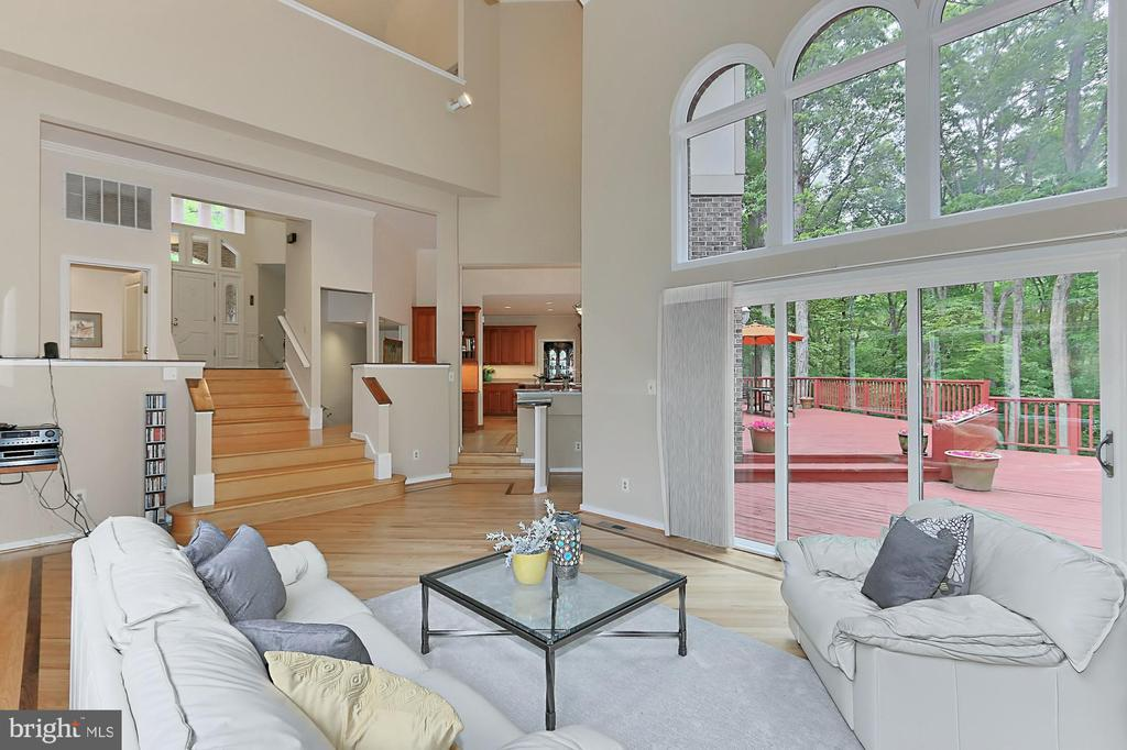 This home is a happy, light filled home! - 12709 MILL GLEN CT, CLIFTON