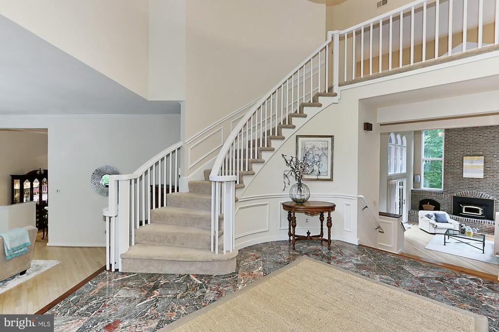 Welcoming foyer - 12709 MILL GLEN CT, CLIFTON