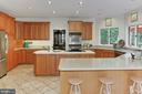 Kitchen island and Peninsula - 12709 MILL GLEN CT, CLIFTON