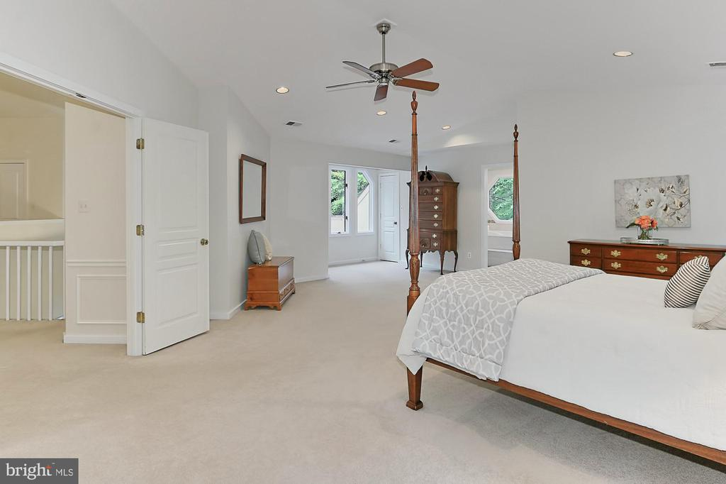 Two Walk in Closets - 12709 MILL GLEN CT, CLIFTON