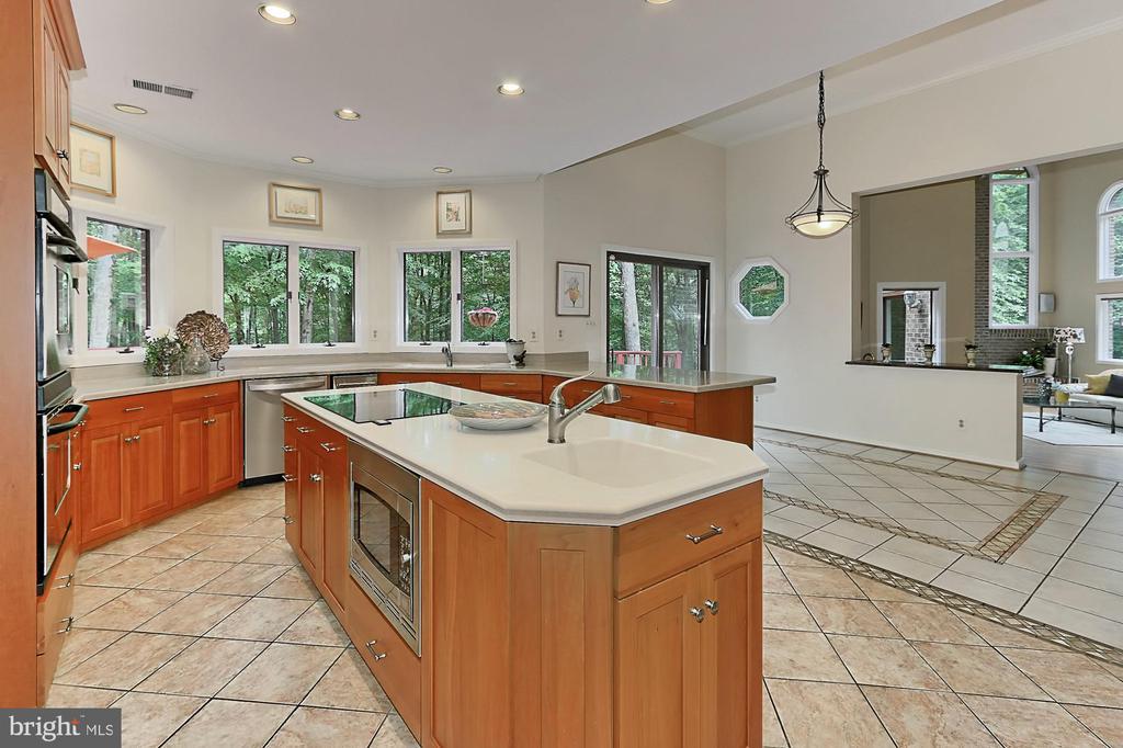 Updated kitchen - 12709 MILL GLEN CT, CLIFTON