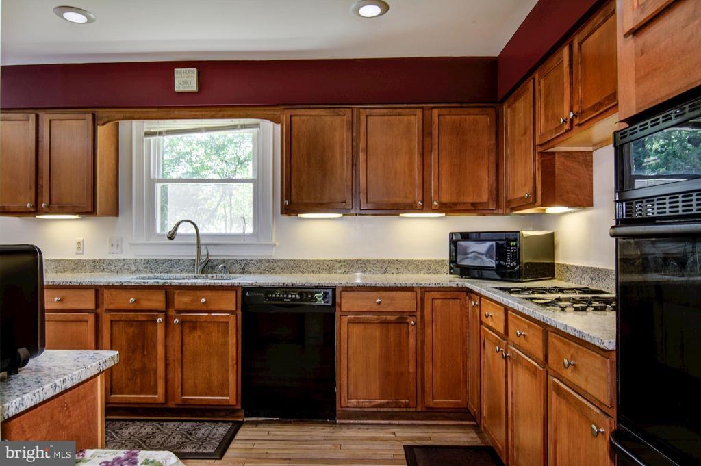 Kitchen - 5608 CAVALIER WOODS LN, CLIFTON