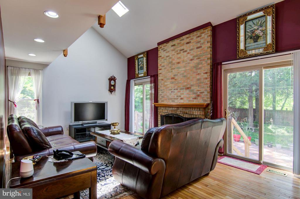 Family Room - 5608 CAVALIER WOODS LN, CLIFTON