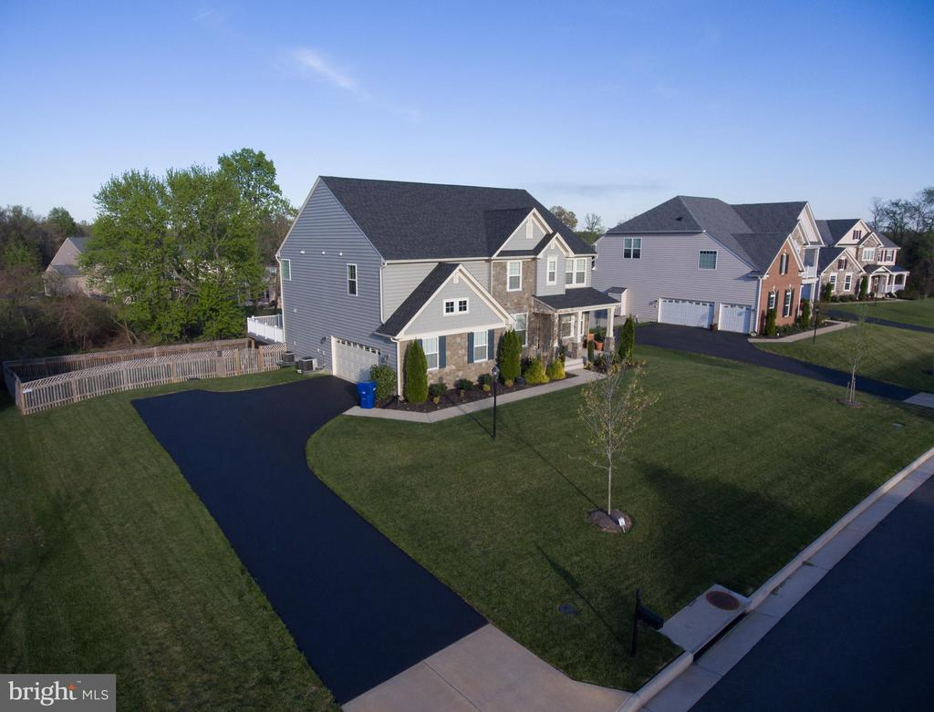 Amazing lot with ample front yard space as well! - 24496 LENAH TRAILS PL, ALDIE