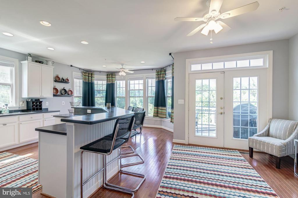 kitchen has a sitting area and a breakfast nook - 43019 MILL RACE TER, LEESBURG