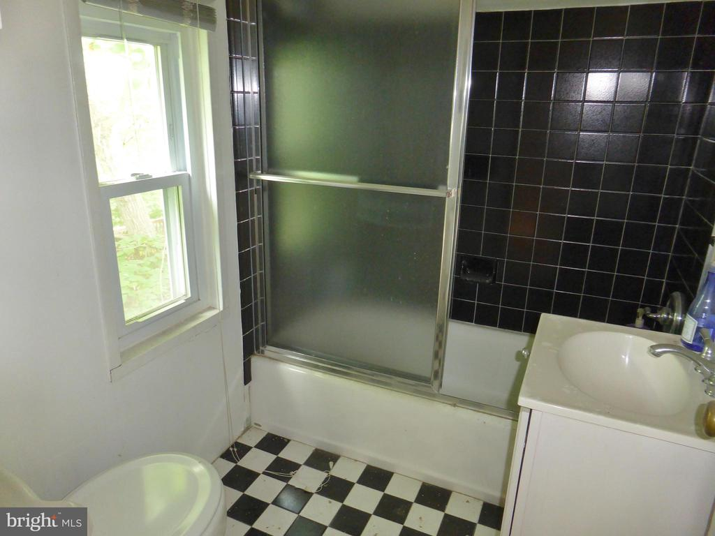 Bathroom - 1048 S EDISON ST, ARLINGTON