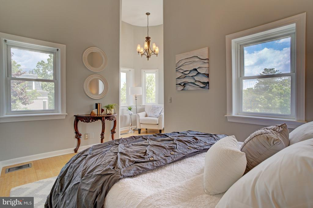 3rd floor bedroom with view of turret space - 834 11TH ST NE, WASHINGTON